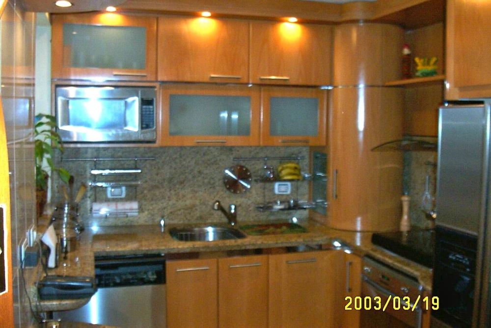 Remodelaciones de Cocinas. Integrando la Cocina a la Sala - Comedor. Una manera de agrandar el espacio y lograr más iluminación. Por: t-remodela (1/5)