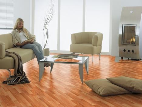 img. Pisos de madera laminado se colocan sobre cerámica u otra superficie de piso