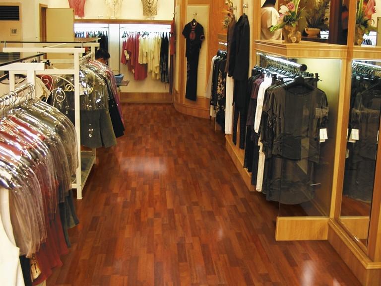 Pisos laminados de madera para locales comerciales y oficinas o ...