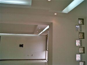 t-remodela. Remodelación de apartamento con techos drywall y luz indirecta